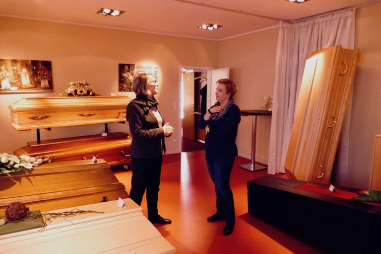 Eggerstedt Bestattungsinstitut Dorette Eggerstedt Pinneberg Sarg Särge Urne Beisetzung Bestattung Friedhof Abschied
