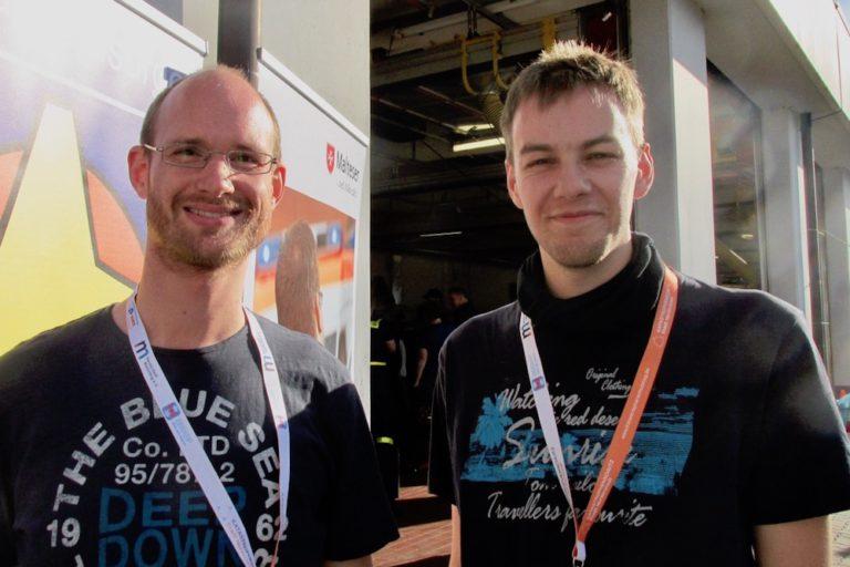 Sebastian Bierdel (links) und Lars Forcke kamen aus Rahlstedt, um ihre Feuerwehrkameraden zu besuchen und Kontakte zu knüpfen.