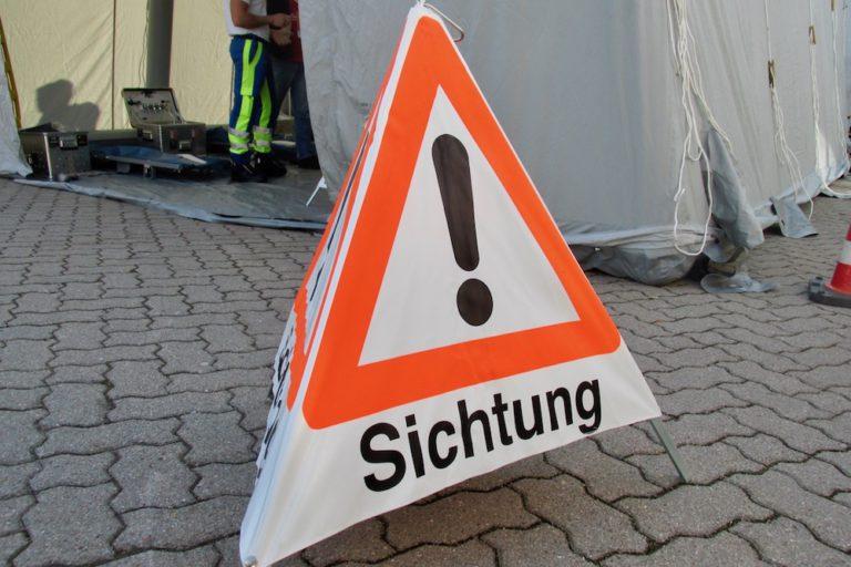 Die Besucher wurden mit Schilder im Unfallbereich über das Bilden einer Rettungsgasse informiert.