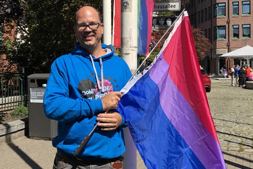CSD Stadt Norderstedt Regenbogenflaggen Schwule Lesben Elke Christina Roeder Danny Clausen-Holm die Norderstedterin