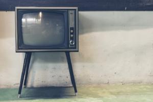 Menschen und Ihre Fernseher